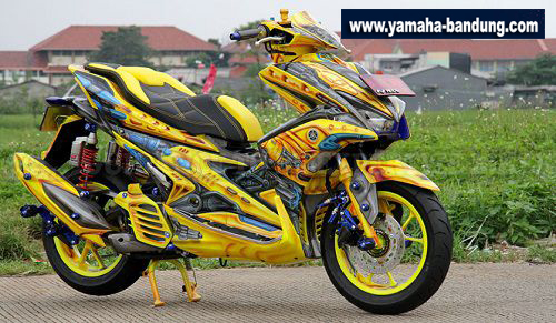 Modifikasi-Yamaha-Aerox-Low-Ubah-Warna-Bodi-2